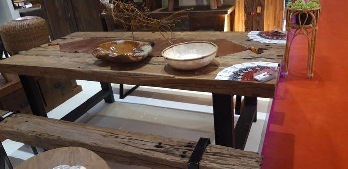 Meja dan kursi taman material kayu