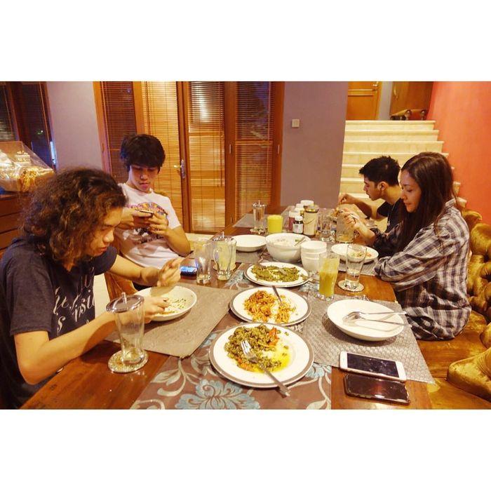 Ruang makan di rumah Maia Estianty di Jakarta