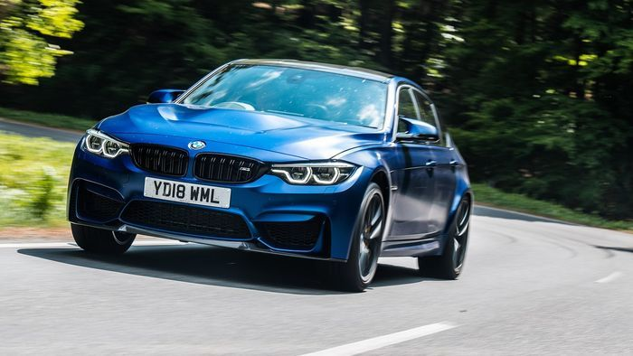 Mobil BMW M3 CS