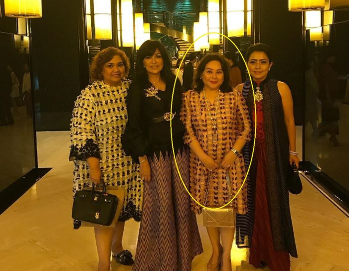 Tri Hanurita bersama teman-teman sosialitanya dan Mayangsari