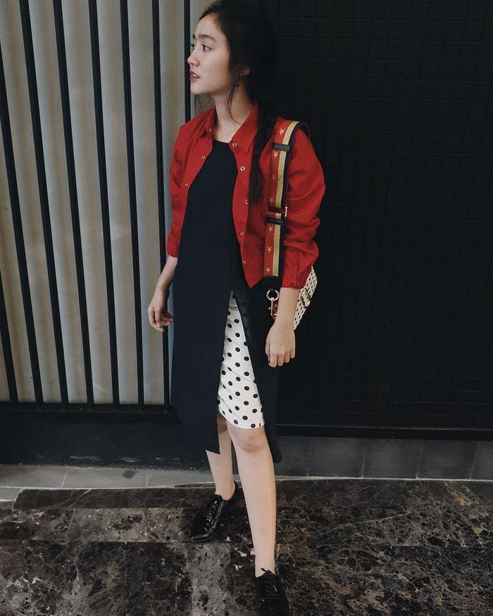 Febby Rastanty tampil stylish dengan outfit merah