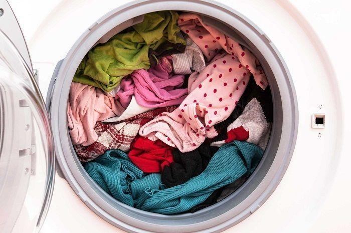 Ilustrasi pengering di mesin cuci.