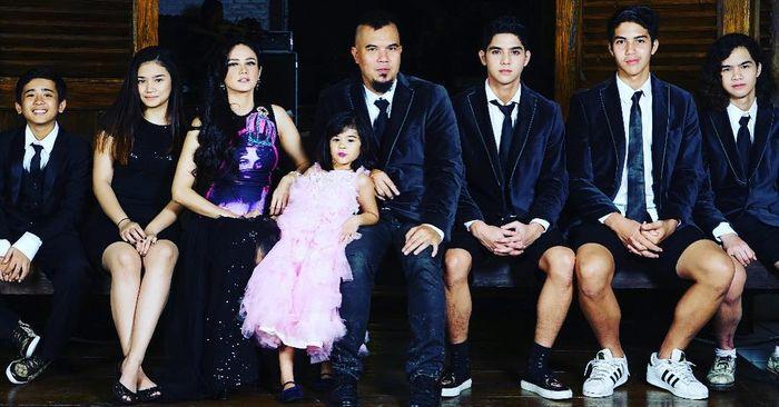 Keluarga Ahmad Dhani bersama Mulan Jameela