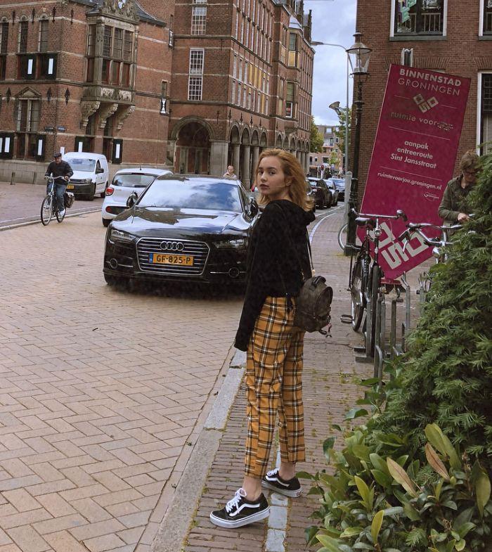Fashion Beby Tsabina kenakan tas