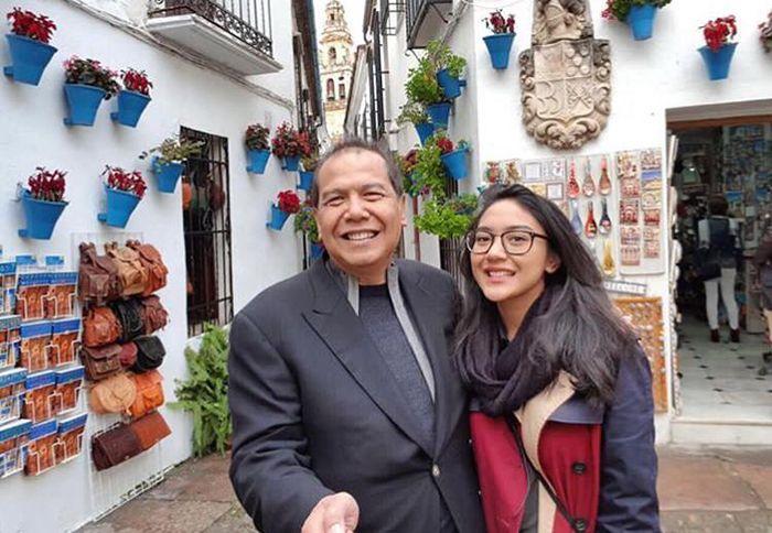 Ayahnya Orang Terkaya Paling Muda Se-Indonesia, Intip Potret Cantik Putri Tanjung yang Pilih Makan T