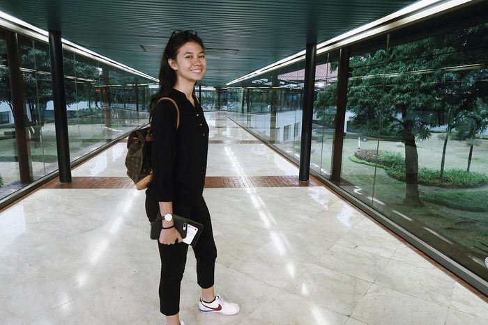 Fashion Yuki Kato dengan berbagai model tas