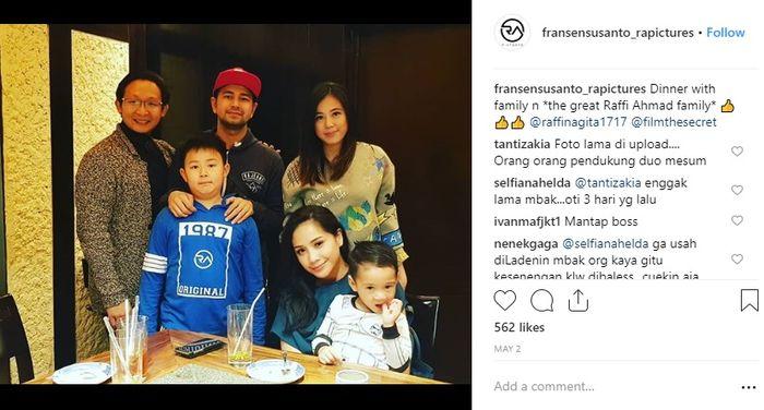 Fransen Susanto unggah momen makan malam keluarganya bersama keluarga Raffi Ahmad