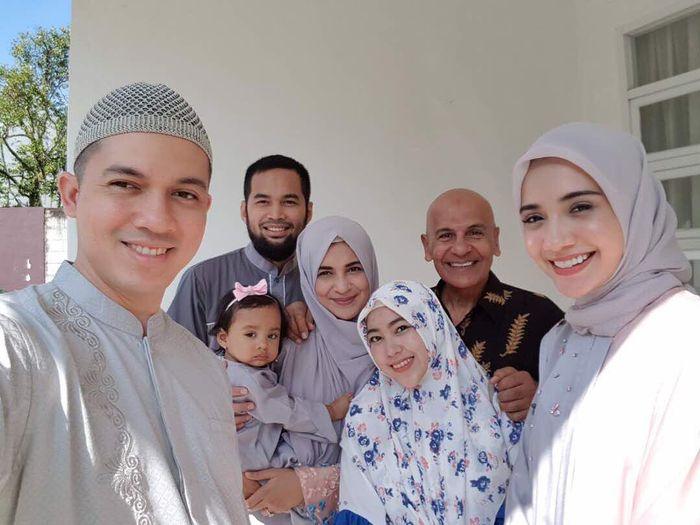 Santi dan keluarga Mark Sungkar