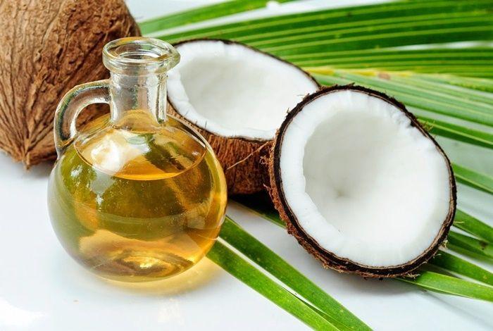 Minyak Kelapa adalah salah satu bahan alami yang digunakan Titi Kamal untuk perawatan kecantikannya