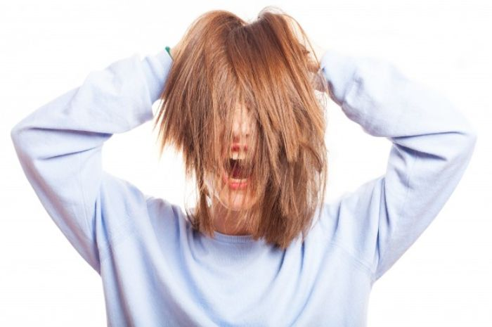 Kekurangan produk dry shampoo: menyebabkan timbulnya ketombe