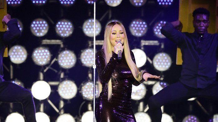 Mariah Carey saat konser di Borobudur