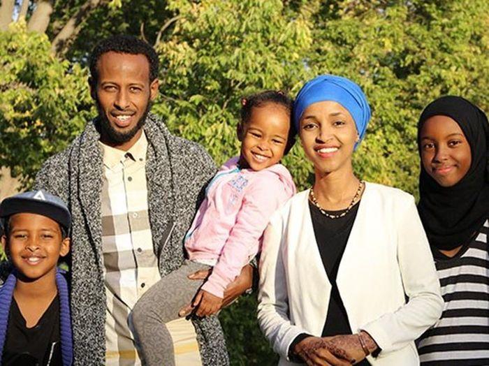 Ilham Omar bersama keluarganya.