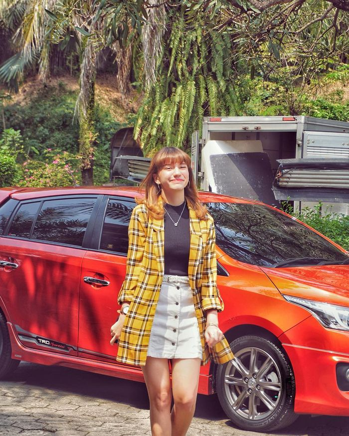 Mix and match outfit kuning ala Cassandra Lee