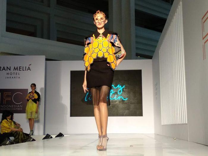 Lebah di Sula jadi Inspirasi Lenny Agustin dalam Koleksinya di Jakarta Fashion Trend 2019