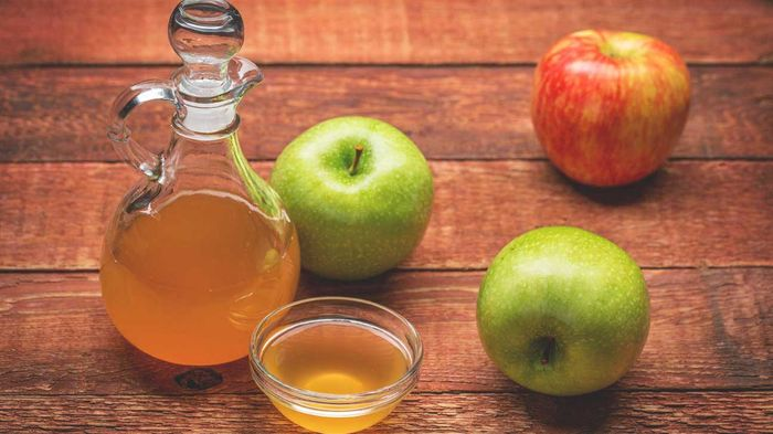 Cuka sari apel dan pepaya untuk obat jerawat.