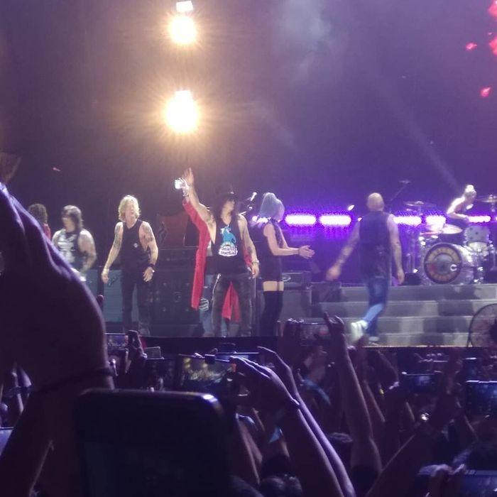 Kisah Haru Driver Ojol yang Dapat Tiket Gratis Nonton Konser Gun N' Roses: Ngefans Sejak SMP Hingga Izin Tak Beri Uang Pada Istri