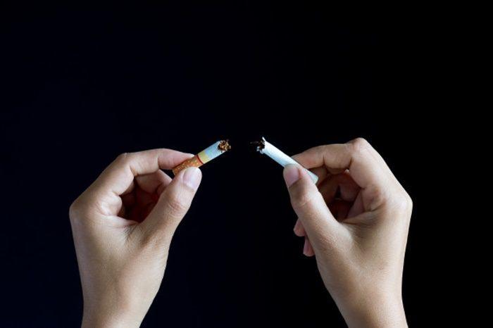 Cara mencegah munculnya kerutan : jangan merokok