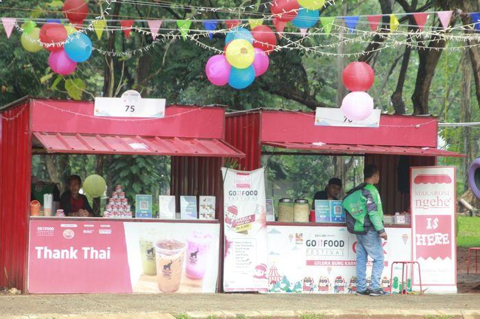 Menikmati variasi pilihan makanan di tempat Instagrammable hanya di InstaMarket, GO-FOOD Festival GBK.