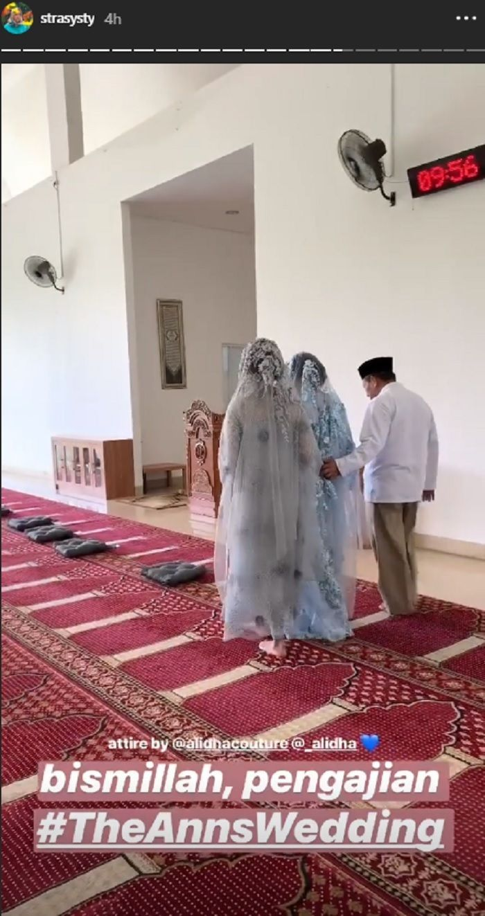 Busana Muslim Annisa Soebandono Rancangan Alidha Couture