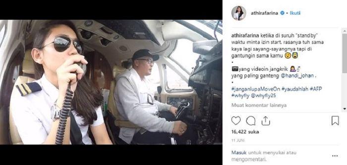 Aksi terbang pilot cantik Athira Farina