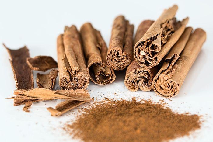 Bahan makanan agar rambut cepat panjang: kayu manis
