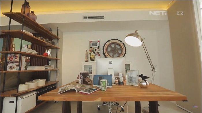 Ruang kerja Daniel Mananta