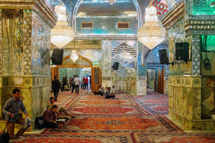 Masjid dan Monumen di Iran yang berkilauan