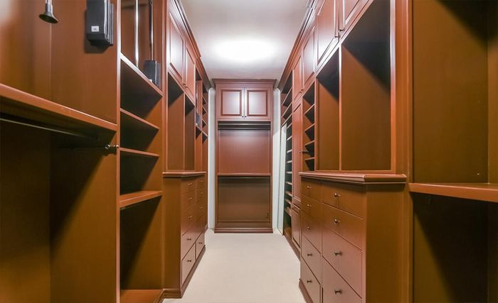 Walk in closet di rumah Avril Lavigne