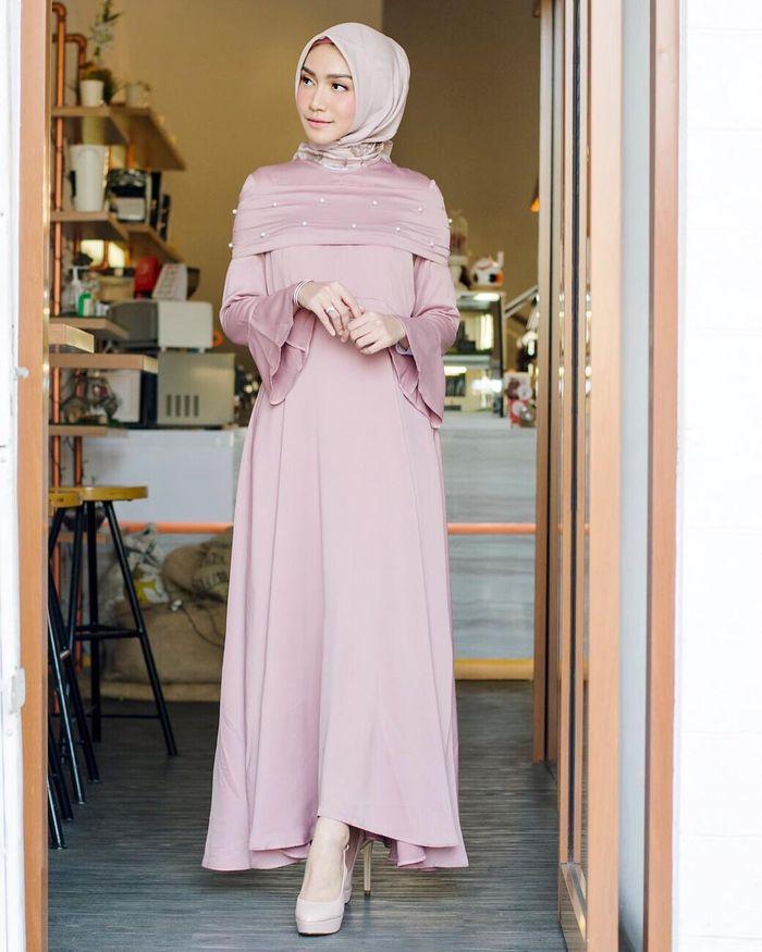 Dress untuk busana kondangan ala selebriti Melody Prima