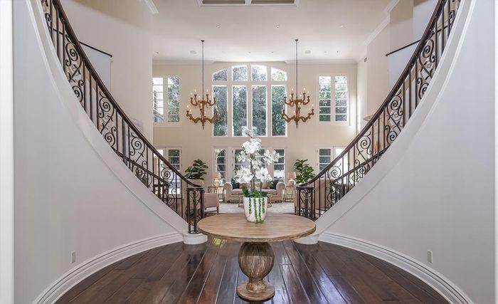 Bagian foyer rumah Avril Lavigne