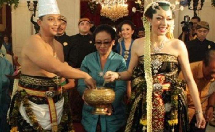 Pernikahan Reisa Broto Asmara dan Pangeran Solo yang memasukiusia 6 tahun