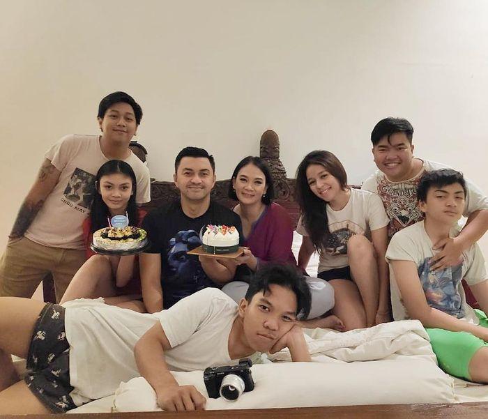 Anjasmara, Dian Nitami dan keluarga