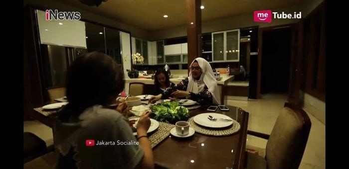 Ruang makan <a href='https://bangka.tribunnews.com/tag/sarita-abdul-mukti' title='SaritaAbdulMukti'>SaritaAbdulMukti</a>