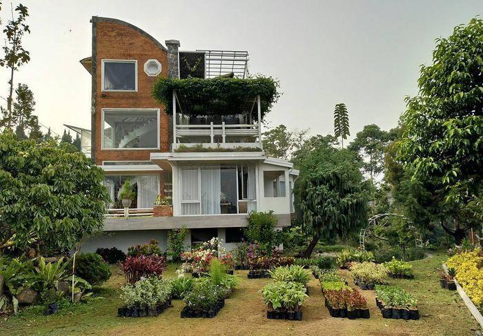 Fasad asimetris rumah <a href='https://bangka.tribunnews.com/tag/mark-sungkar' title='MarkSungkar'>MarkSungkar</a> dengan istri barunya
