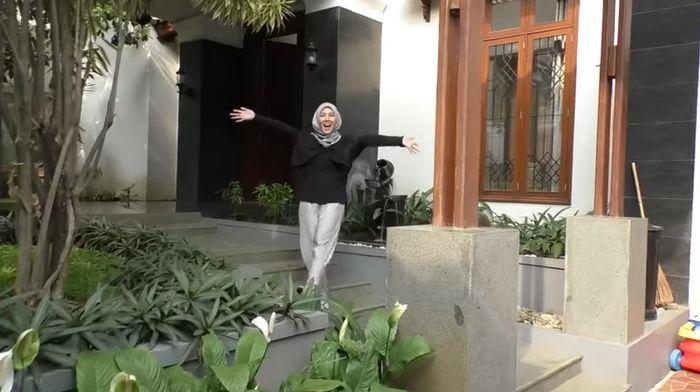 Taman di rumah Ratna Galih