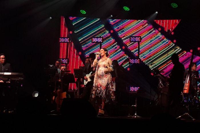 Raisa Andriana menggelar konser bertajuk Fermata Intimate Concert.
