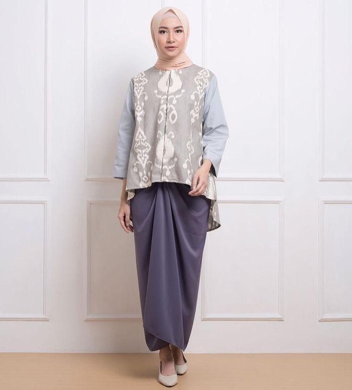 Nggak Harus Kebaya, Pilihan Busana Hijab ini Juga Cocok Untuk Kamu Pakai Saat Kondangan - Blus Etnik