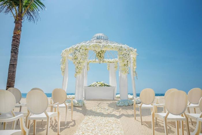 Salah Satu Spot Pinggir Pantai di The Mulia Bali yang Biasa Digunakan Untuk Pernikahan