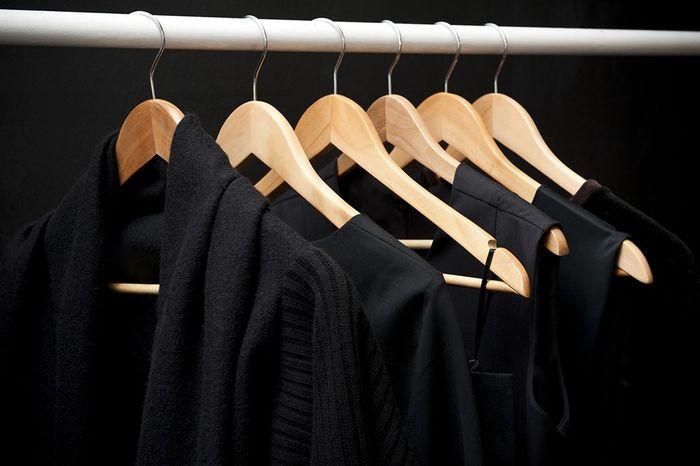 Pakaian hitam