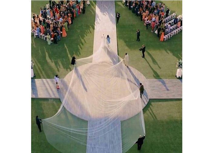 veil gaun pengantin Priyanka Chopra