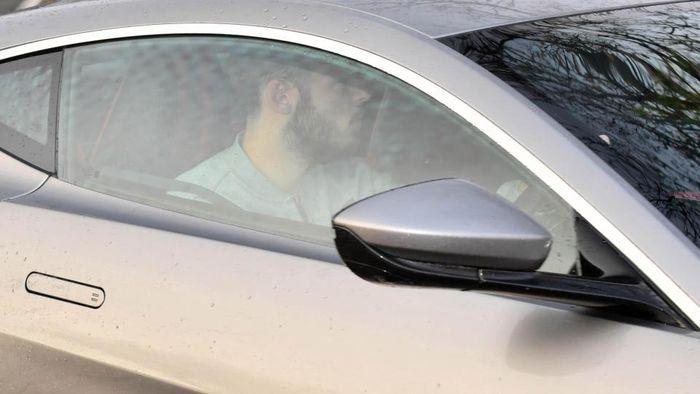 David De Gea tiba di pusat latihan Manchester United mengendarai mobil baru.