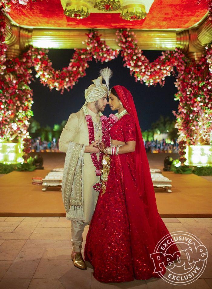 Fakta Dibalik Deretan Gaun Pengantin Priyanka Chopra yang Mewah - Pernikahan Adat India