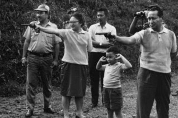 Ibu Tien Soeharto, Tommy kecil, dan Pak Harto