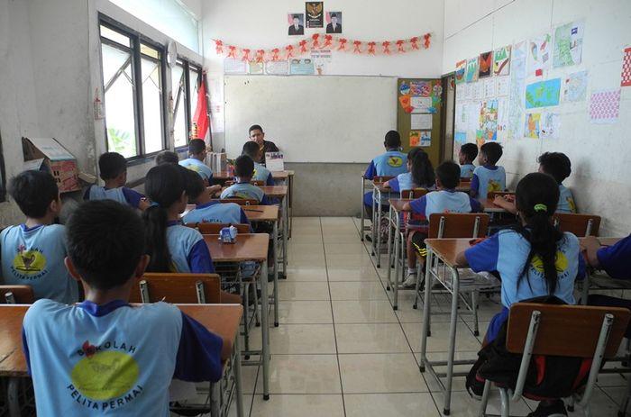 Suasana persiapan ujian semester murid SD Pelita Permai.