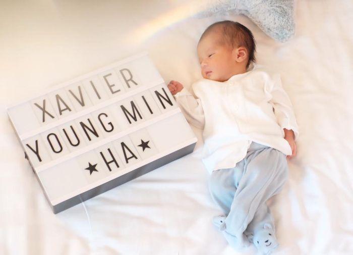 6 Potret Gemas Bayi Rini Yulianti, Xavier Young Min Ha yang Berdarah Korea, Selalu Tersenyum Saat Difoto!