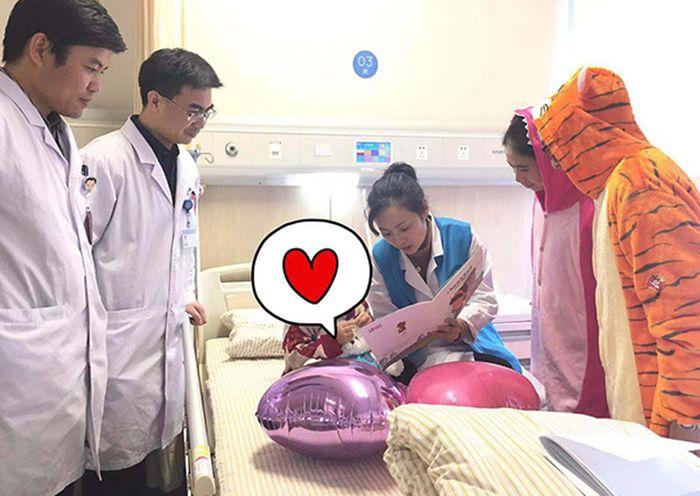 Yan Yan dioperasi untuk mengangkat tumor payudara