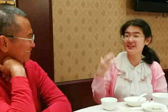 Audrey Yu Jia Hui saat berbincang dengan Dahlan Iskan