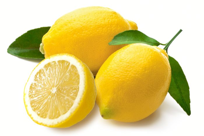 Lemon juga mampu mencerahkan kulit