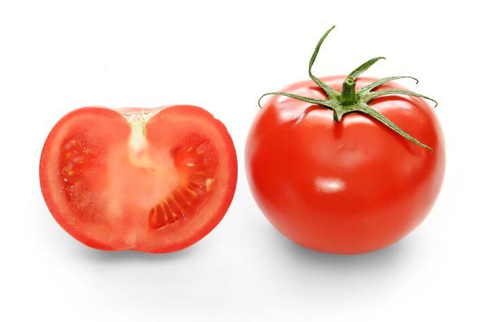 Tomat mampu mencerahkan bagian yang gelap pada area bokong