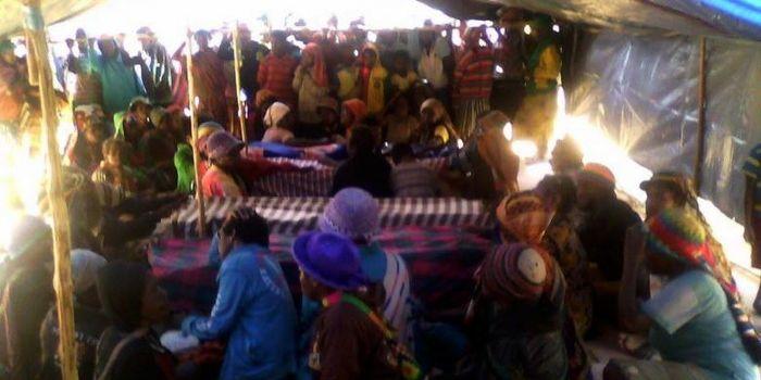 4 Jenazah Korban Penembakan Disemayamkan di tenda di Lapangan Karel Gobai, Enarotali, Kabupaten Paniai.